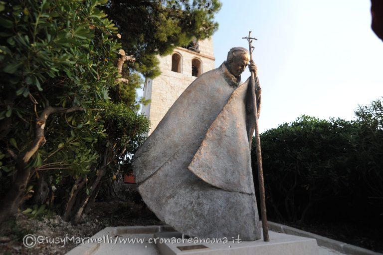 Duomo-Menichelli_statua_Papa-DSC_5464--768x511