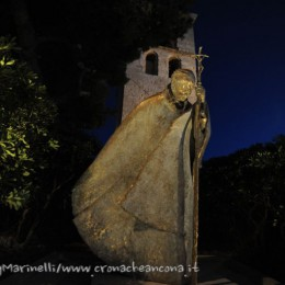 Duomo-Menichelli_statua_Papa-DSC_5514--768x511